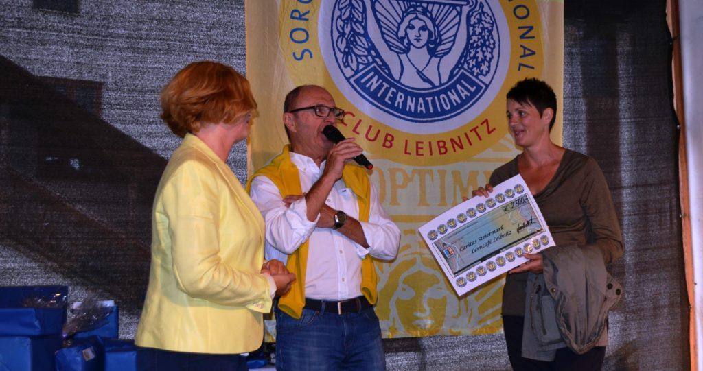 scheckuebergabe-caritas-lerncafe2016